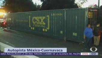 Vuelca contenedor de tráiler en autopista Cuernavaca-México