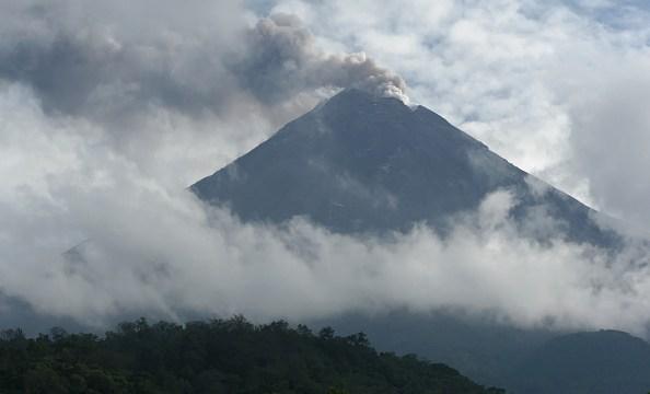 buscan a seis personas perdidas en inmediaciones del volcan de fuego de colima