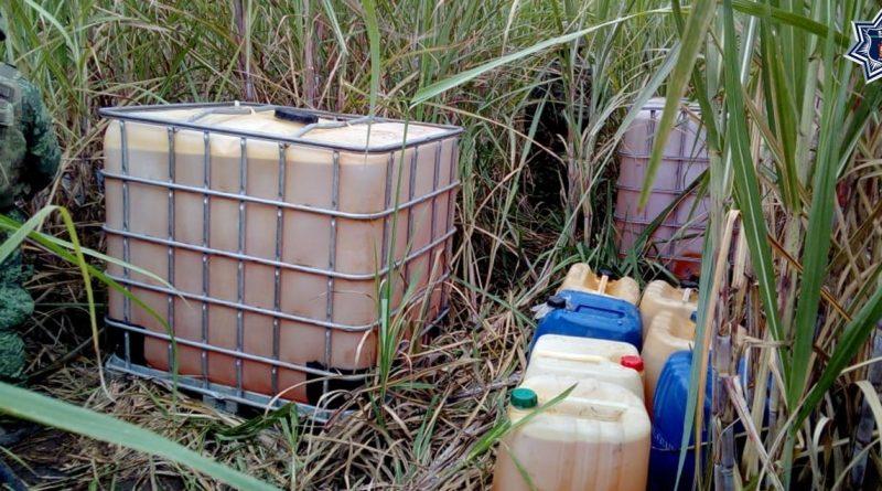 Huachicoleros abandonan miles de litros de combustible