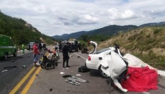 Choque en Michoacán deja cinco muertos