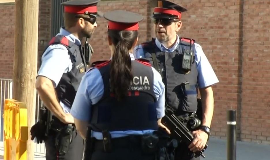 Abaten a hombre por tratar de acuchillar agentes catalanes