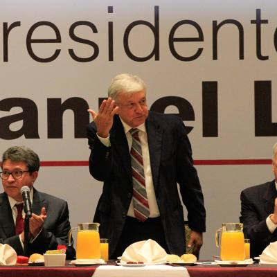 López Obrador se reúne con senadores de Juntos haremos historia