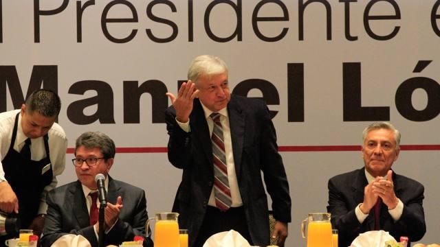 AMLO se reúne con senadores de Juntos haremos historia