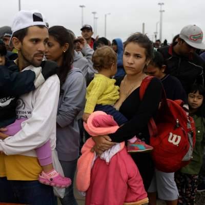 Venezolanos continúan su éxodo; Maduro les pide regresar y 'vivir su patria'