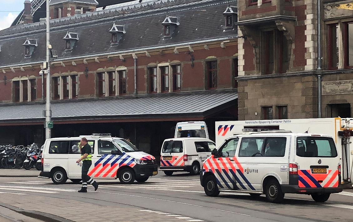 Ataque con cuchillo en la Estación Central de Amsterdam deja tres heridos