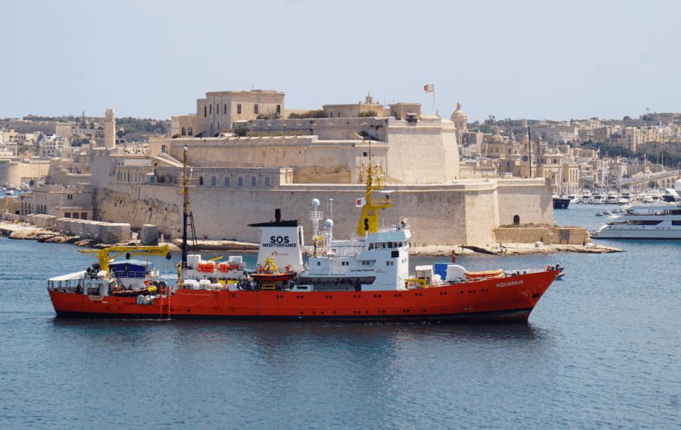 Barco Aquarius llega a Malta, con 141 inmigrantes a bordo. (AP)