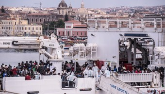 Inmigrantes abordo de nave Diciotti rechazan comer