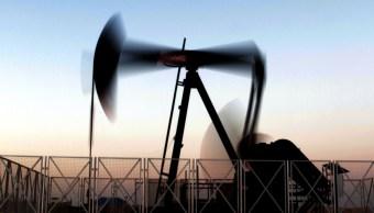 Barril Brent opera estable, sanciones a Irán nivelan demanda
