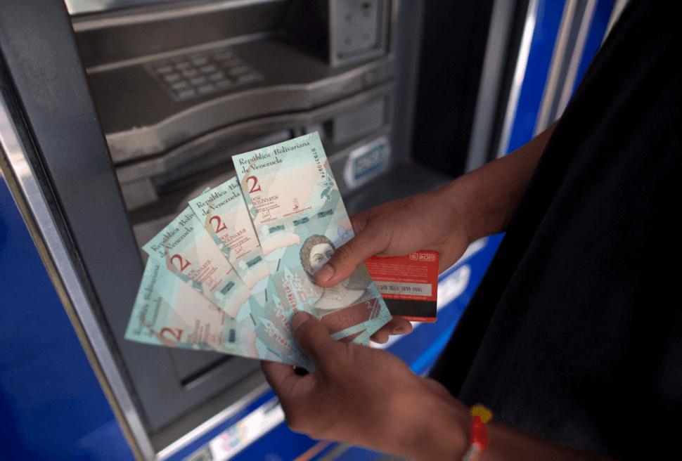 Billetes en Venezuela. (AP)