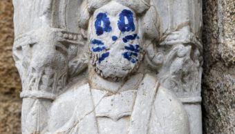 Pintan rostro de integrante de Kiss sobre escultura