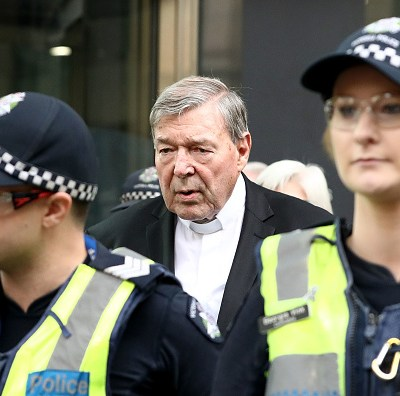 Cardenal George Pell enfrenta juicio por delitos sexuales contra menores en Australia