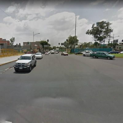 Accidente automovilístico deja a abuela herida en Circuito Interior, CDMX