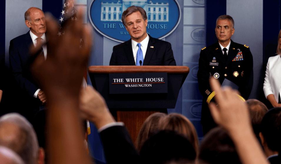 Director FBI denuncia fake news como ataque contra E