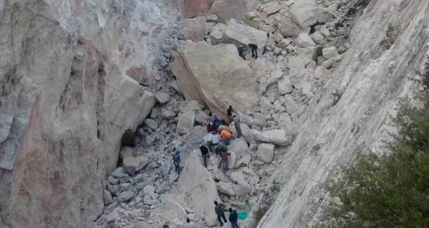 Un muerto y cuatro desparecidos por derrumbe en mina en Hidalgo