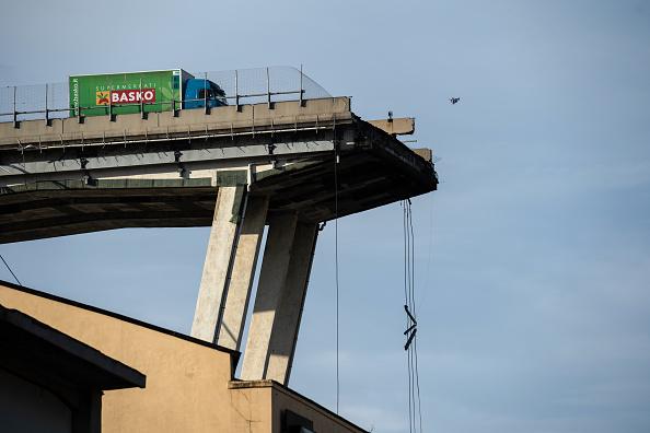 encuentran cuerpos victimas derrumbe puente genova