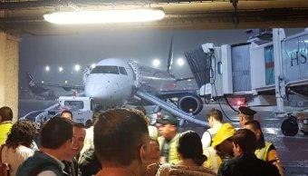 Desalojan avión de Aeroméxico por alarma de fuego en AICM