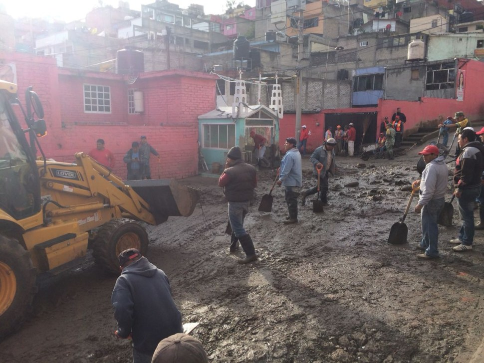 Granizada en Naucalpan provoca deslaves que arrastraron autos