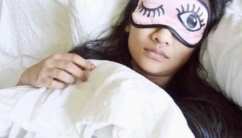 ¿Por qué nos tapamos para dormir aunque haga calor?