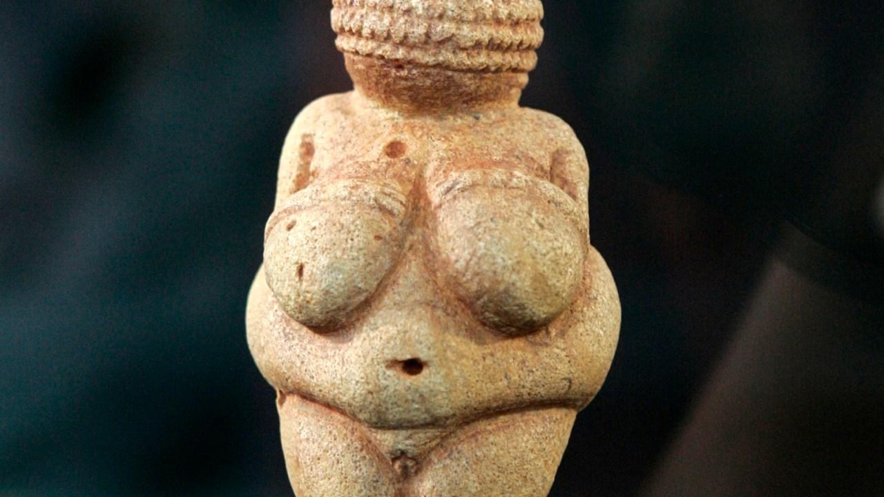 mujer, dios, milenios, historiadores