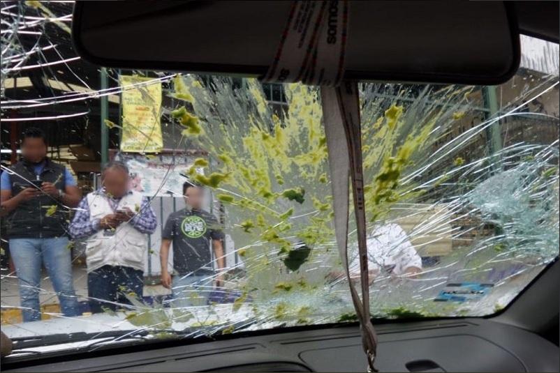 Mercado de Morelia, escenario de pelea entre policías y ambulantes por desalojo