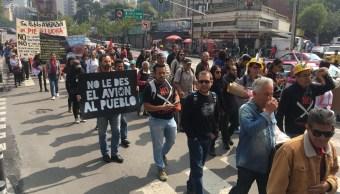 Equipo de AMLO recibe comisión de manifestantes en casa de transición