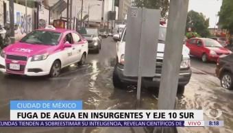 Fuga de agua en Insurgentes causa encharcamientos