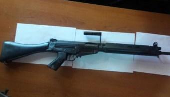 Roban armas de guerra y las reemplazan por piezas de juguete