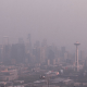 Humo cubre Seattle por incendios forestales en California y Canadá
