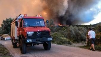 Incendio en isla griega de Eubea obliga a evacuar pueblos