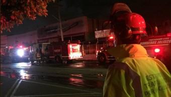Desalojan departamentos en Guadalajara por incendio