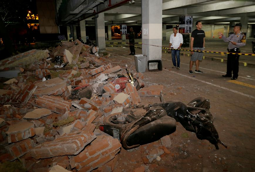 Suman 82 muertos por sismo de magnitud 7 en Indonesia