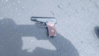 Asaltante que usa arma de juguete, es herido con una real