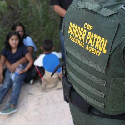 Permiten salida voluntaria de niños migrantes retenidos en Estados Unidos