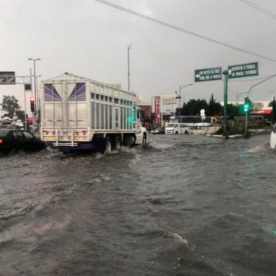 Lluvias y granizo colapsan vialidades de la CDMX