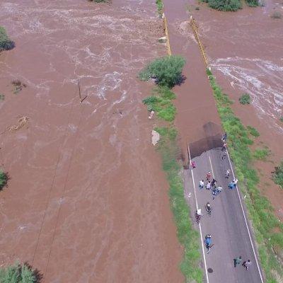 Lluvias rompen bordo de Ortiz y causan inundaciones en Guaymas, Sonora