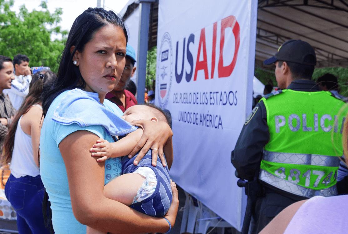 Madres venezolanas buscan ayuda en Colombia. (AP)