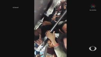 Joven Viaja Mosca Tren Ligero Llegar Trabajo