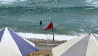 Rescatan mujeres arrastradas por la corriente en Colima