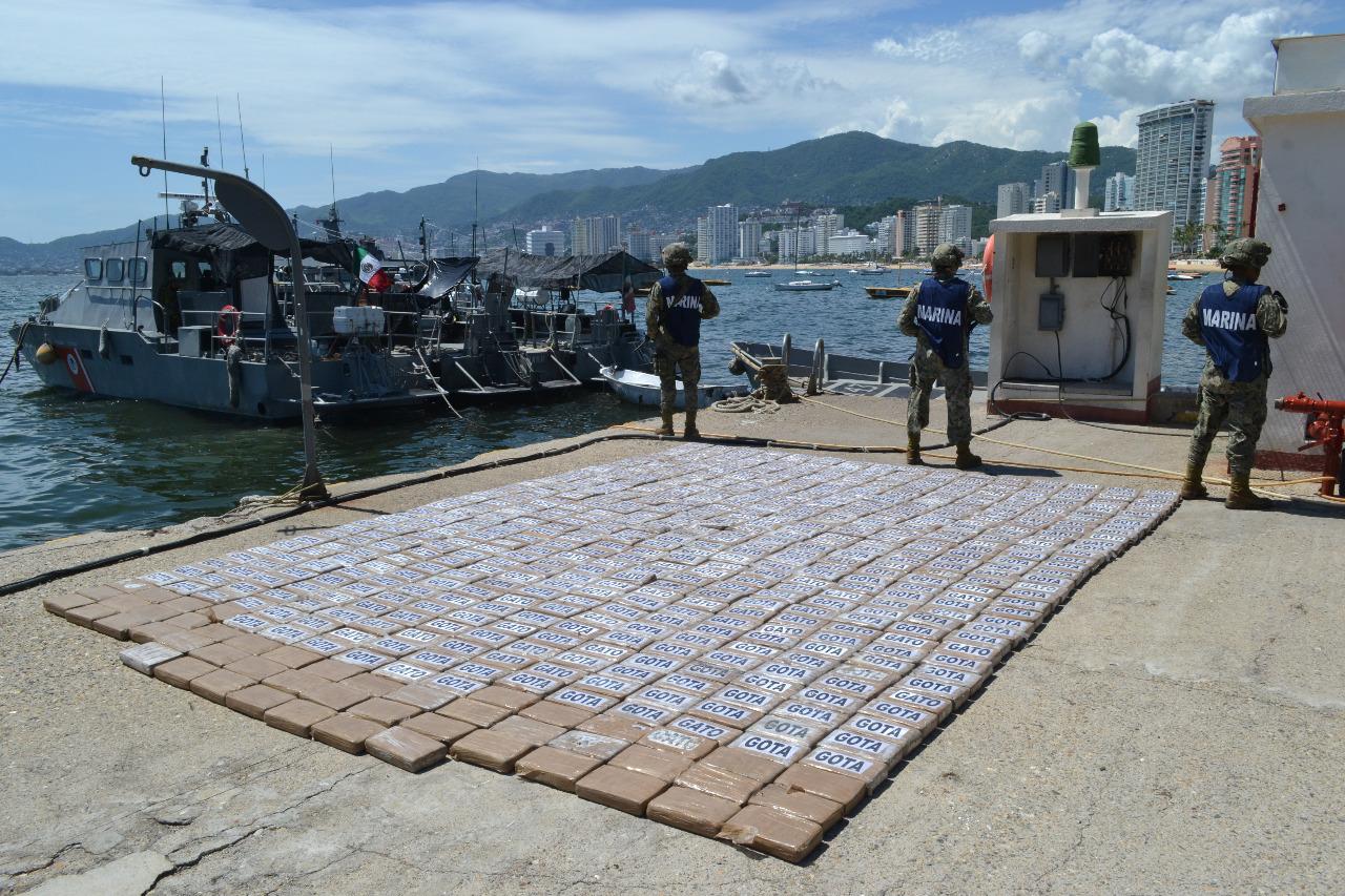 Marina en Acapulco asegura más de 700 kilos de cocaína