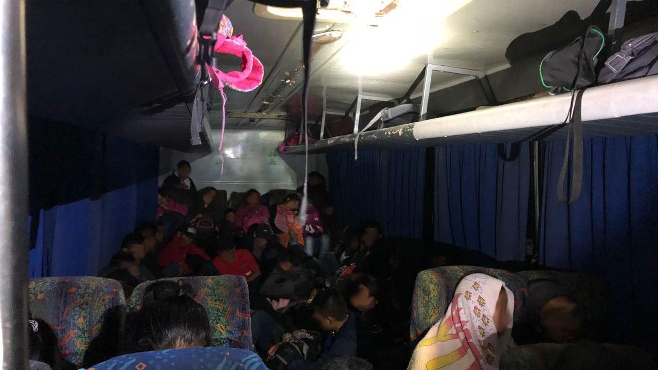 Migrantes centroamericanos intentan llegar a EU, pero son interceptados en Tabasco