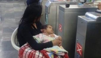Abandona A Su Mujer Afuera Del Metro