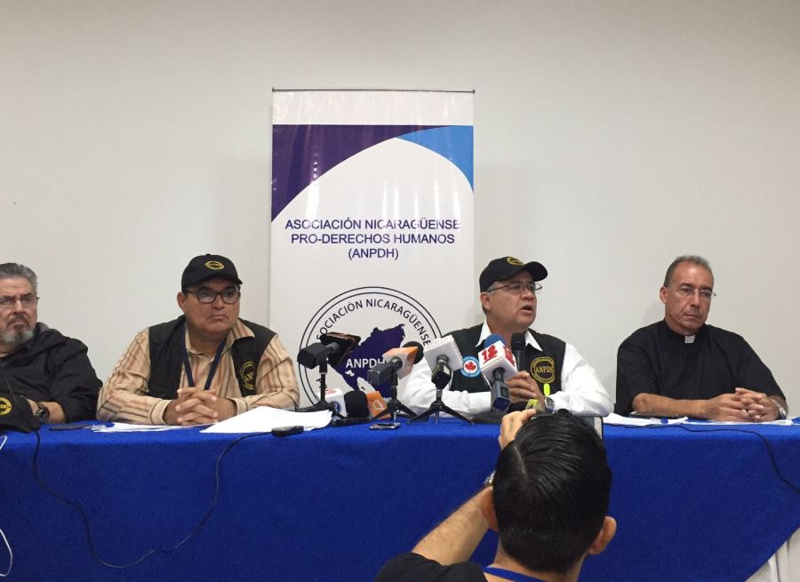 Defensor de DD HH huyó a Costa Rica