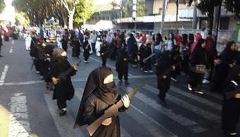 Ninas disfrazadas de muyahidín generan polémica en Indonesia