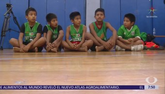 Niños triqui de Oaxaca realizan exhibición de basquetbol