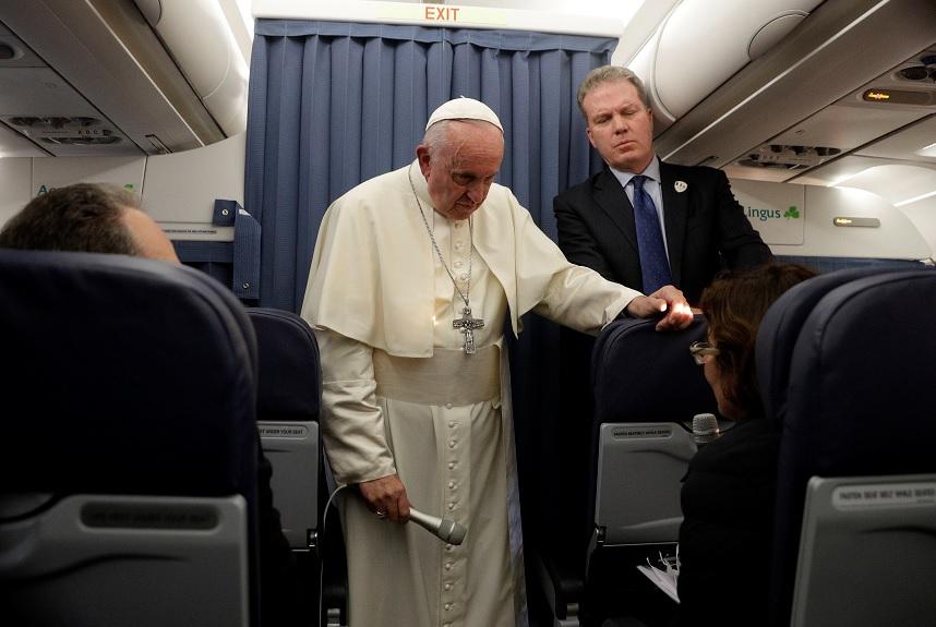 Vaticano corrige declaración del papa sobre homosesexualidad
