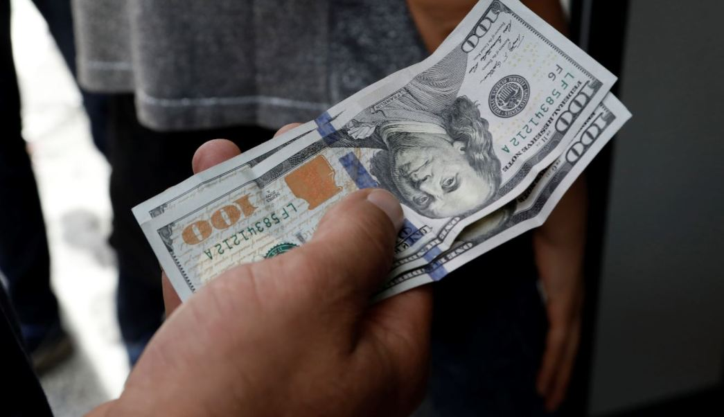 Peso mexicano cae, dólar se fortalece por Efecto Sultán