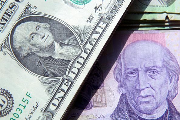 Peso mexicano se aprecia, dólar cotiza a 18.83