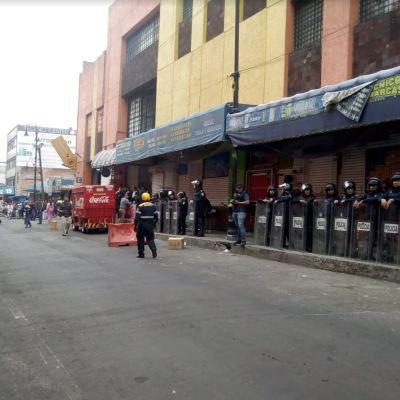 Policía CDMX asegura 390 celulares robados en Plaza Meave