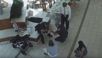 Video Policias Salvan Bebe Morir Asfixiada Nugget Pollo, Policias Salvan Bebe, Bebe Asfixia Nugget Pollo, Florida, Estados Unidos, Centro Comercial