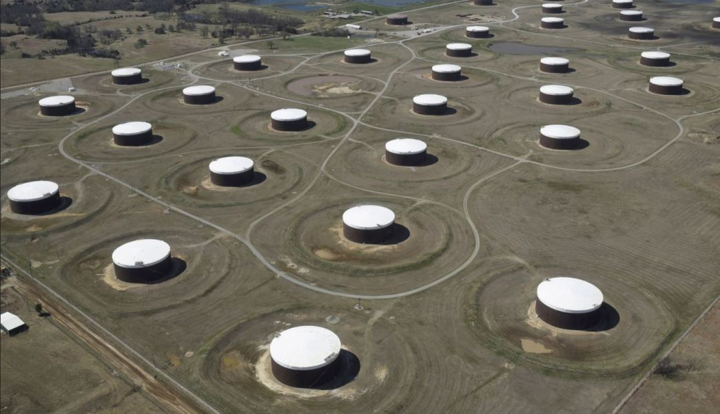 Precios del petróleo estables, presión por bajo suministro